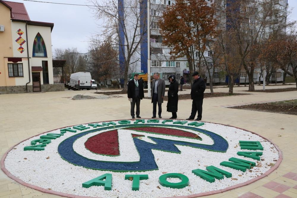 Надписи «Волгодонск» и «Атоммаш» появились на дорожках обновленного бульвара возле «Дружбы»