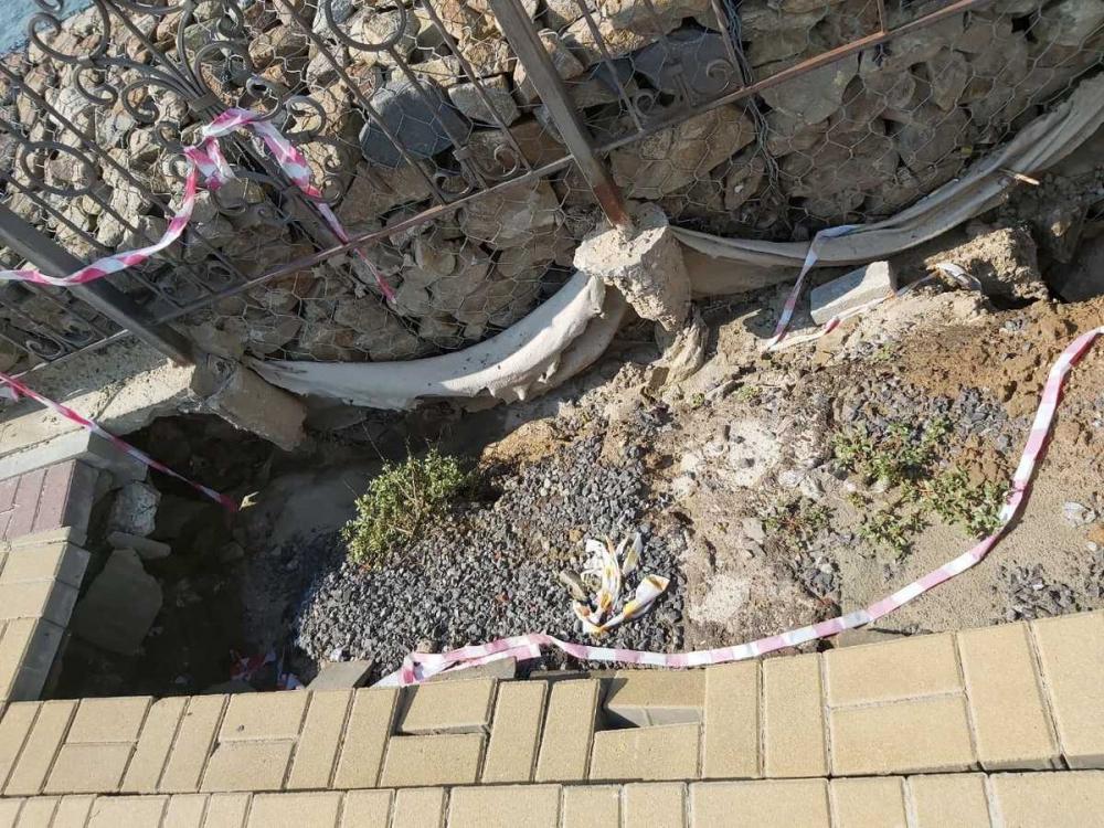 На набережной в станице Романовской обвалилась тротуарная плитка