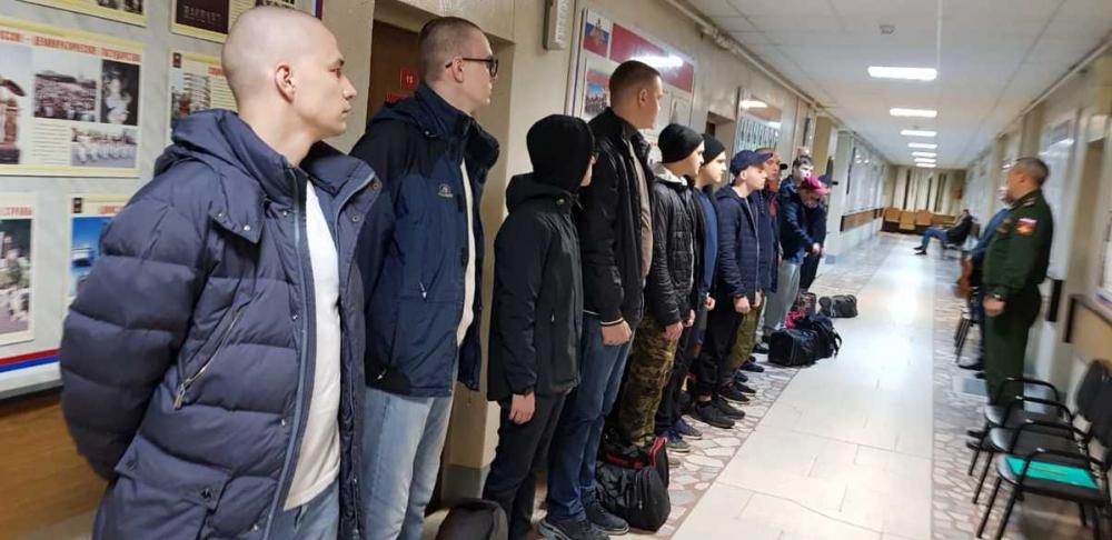В Волгодонске первые новобранцы осеннего призыва отправились на воинскую службу