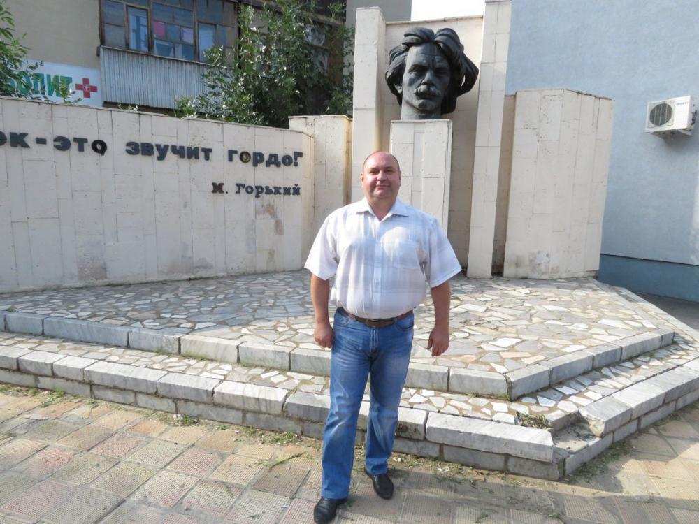 Школа №9 и памятник Горькому любимые места депутата Ковалевского