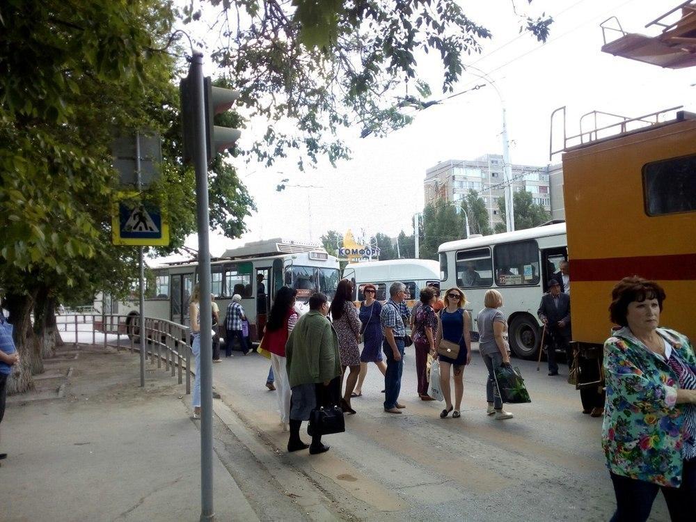 Затор из троллейбусов собрался возле «Комсомольца» в Волгодонске