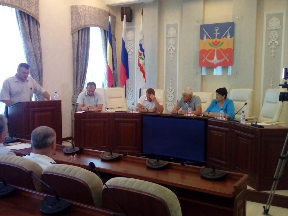 Депутаты Волгодонска предложили бороться с несанкционированной торговлей «нечеловеческими» методами