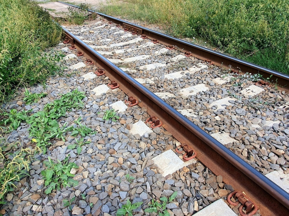 Мужчина с марихуаной гулял по железнодорожным путям под Волгодонском