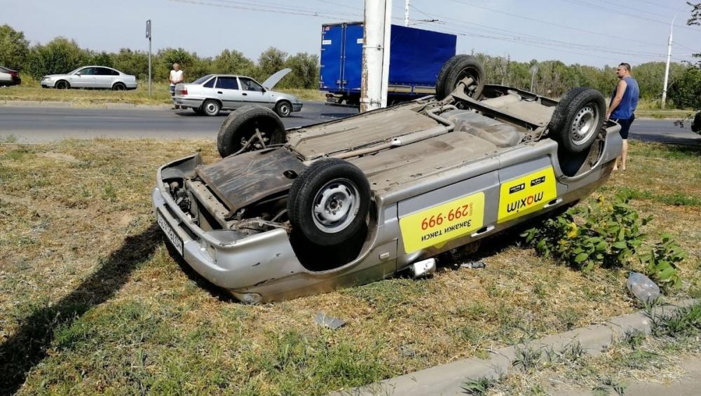 Такси перевернулось на Жуковском шоссе