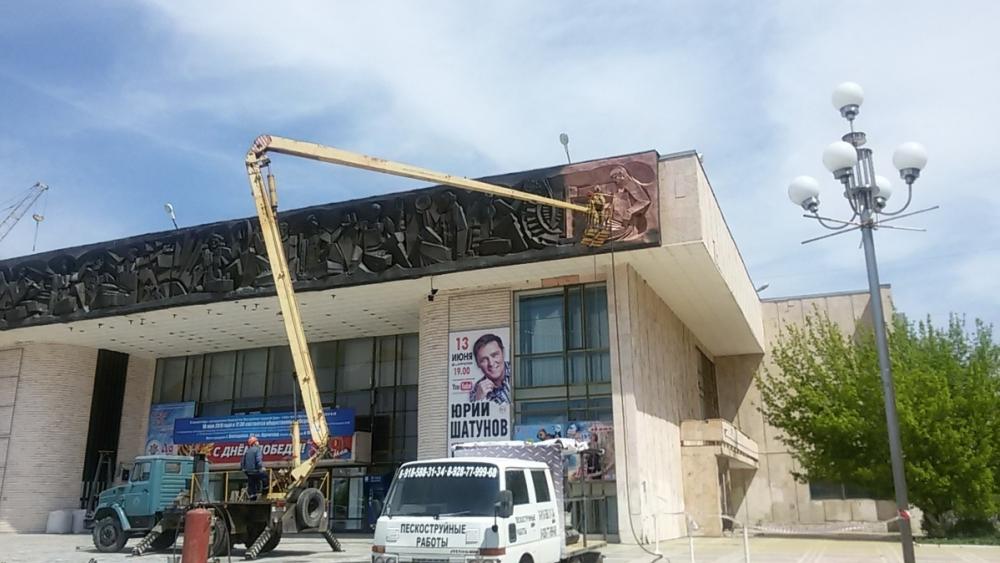 Фасад ДК имени Курчатова меняет цвет