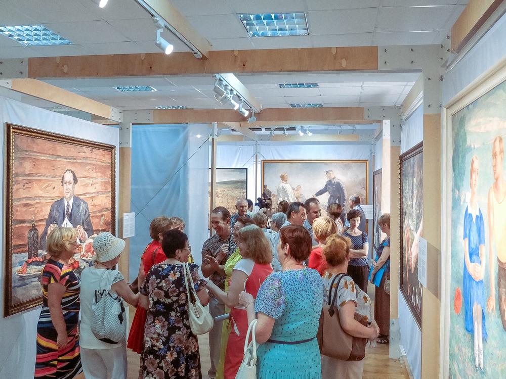 Волгодонцы познакомились с репродукциями картин художников советского периода