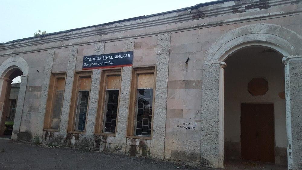 Наша достопримечательность рушится на глазах, - жители города Цимлянска о железнодорожном вокзале
