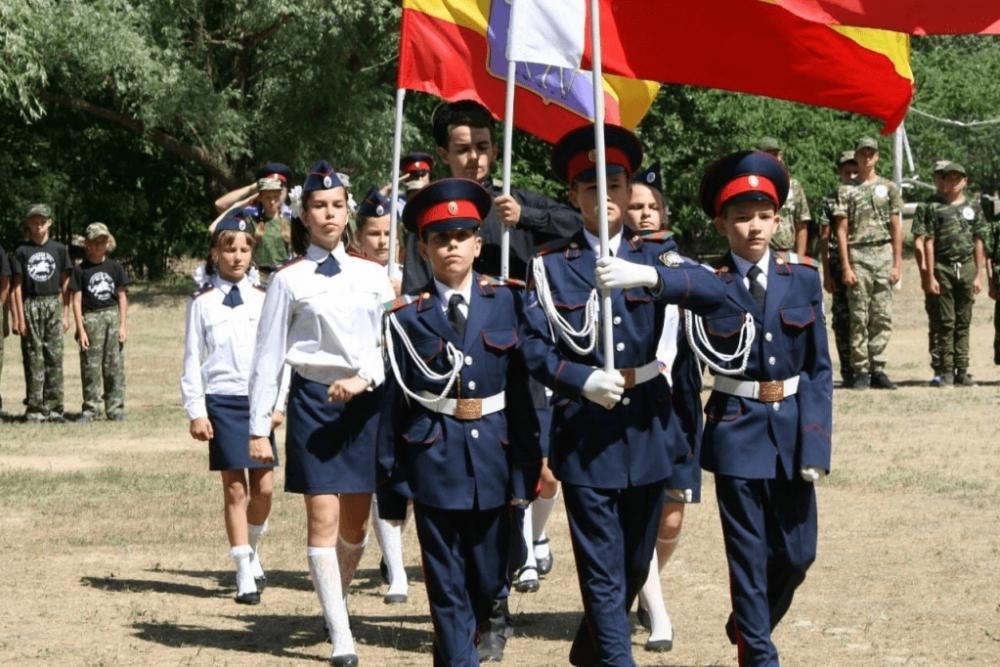 Казачья молодежь проводит учебные сборы под Волгодонском