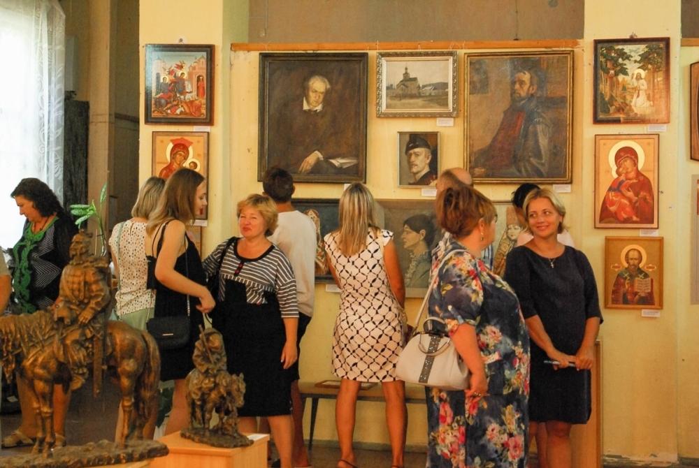Картины волгодонских художников представлены на выставке «Простые сюжеты»
