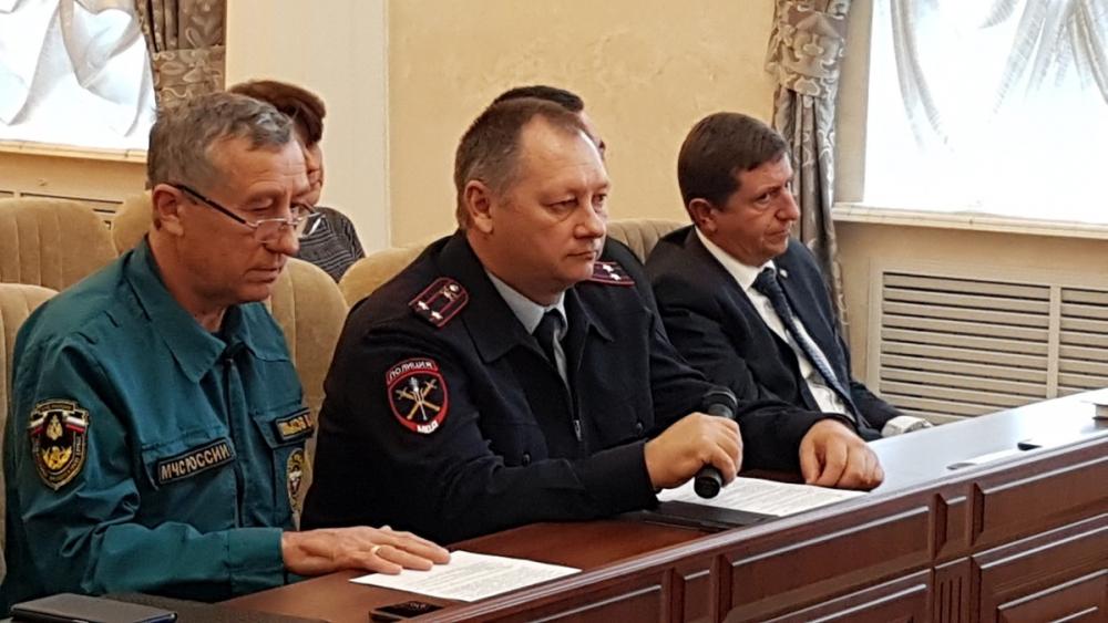 Бороться с пьяными за рулем и «закладчиками» посоветовали полицейским Волгодонска в администрации