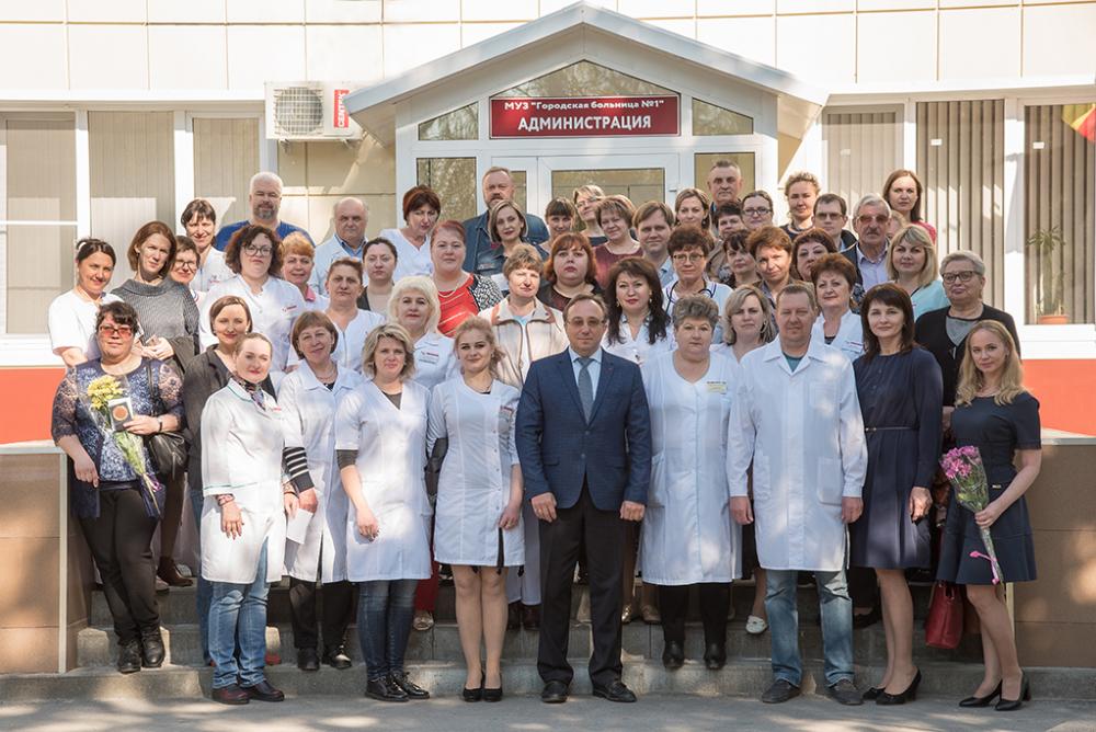 Ветеранов первой городской больницы наградили медалями