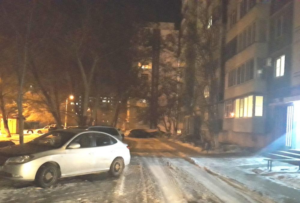 Неизвестный водитель ударил припаркованный «Хендай» в Волгодонске и скрылся