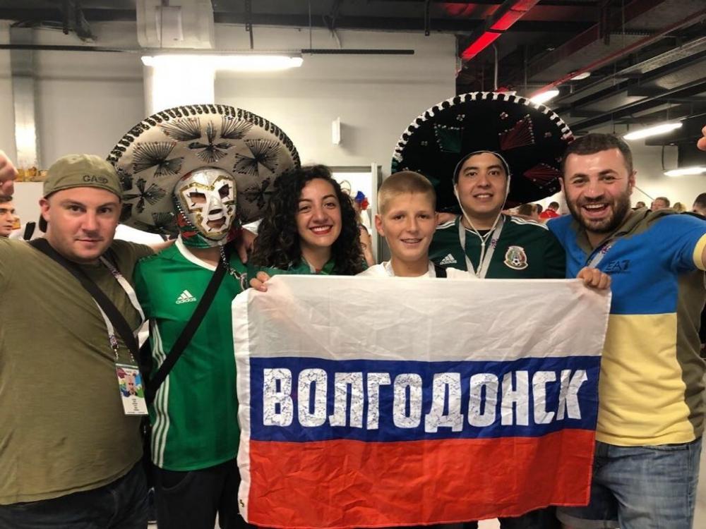 Волгодонцы на ЧМ в Ростове развернули флаг РФ с надписью «Волгодонск»