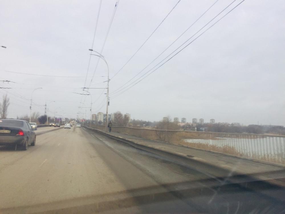 Строительство велодорожки через мост от Морской до Весенней близится к завершению