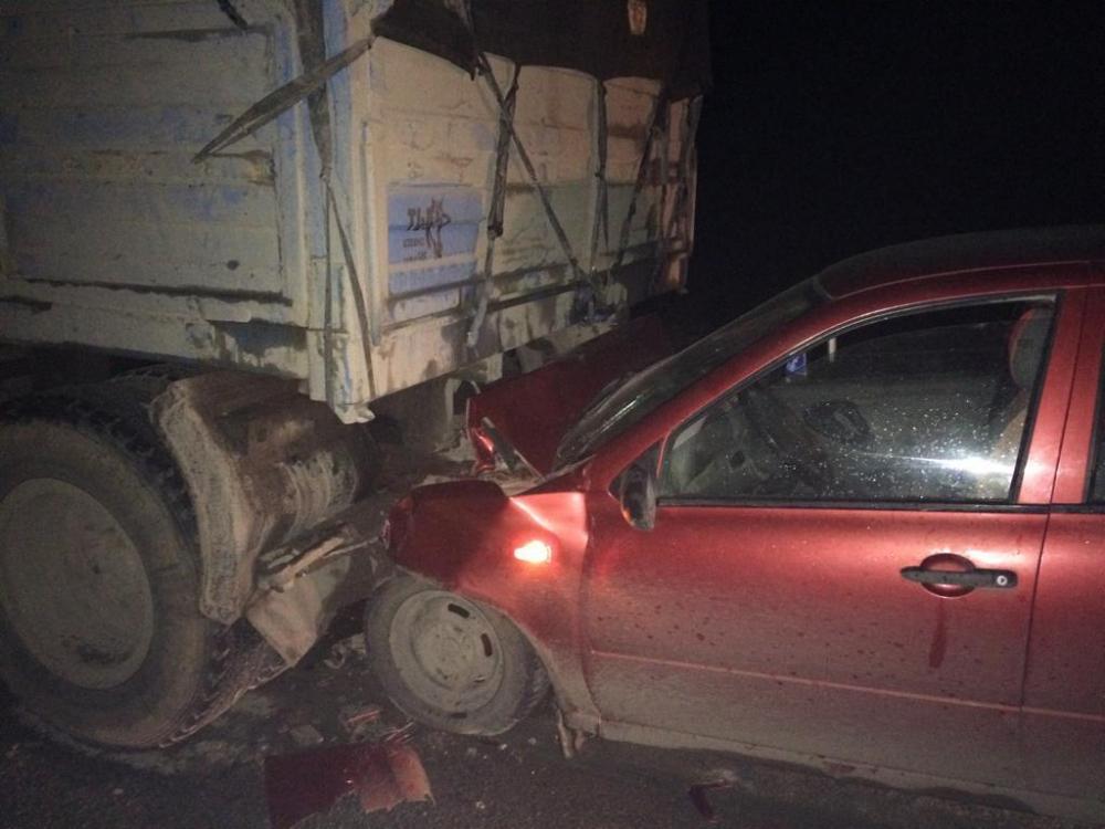 ВАЗ влетел в прицеп КАМАЗа на трассе Волгодонск-Дубовское, есть пострадавшие