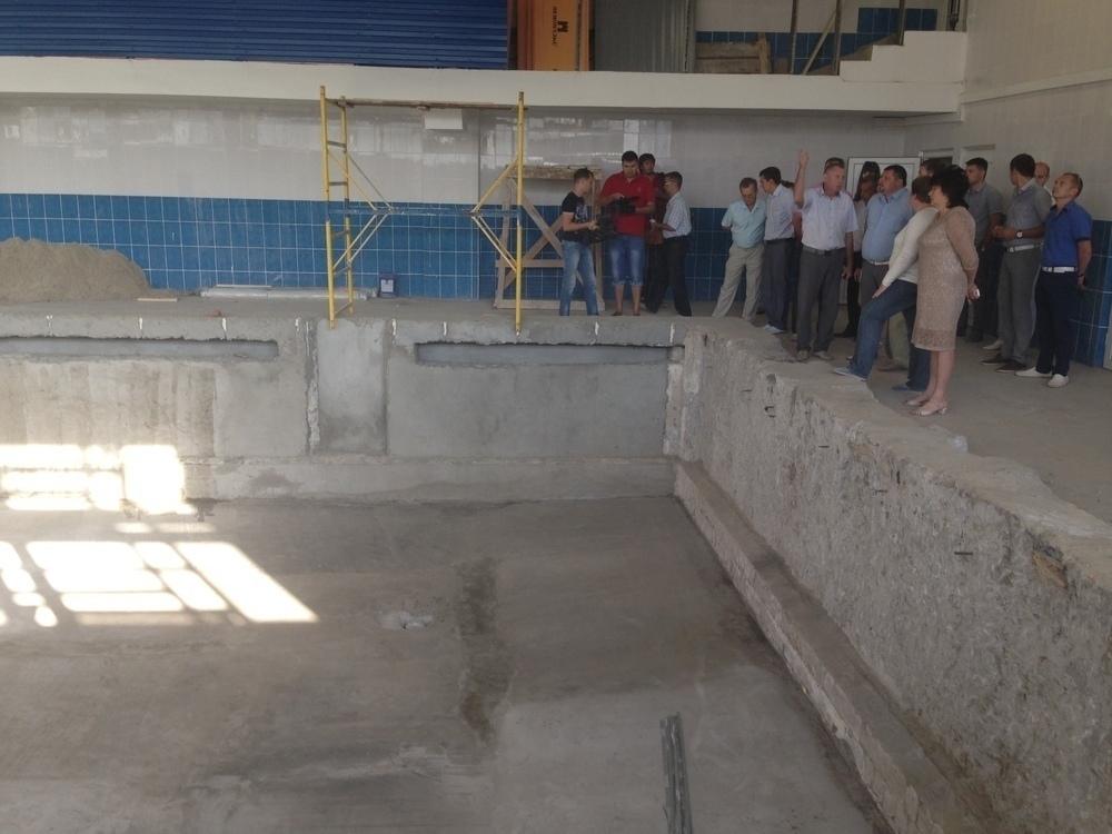 Мэр Волгодонска просит прощения у горожан за ремонт бассейна длиной в три года