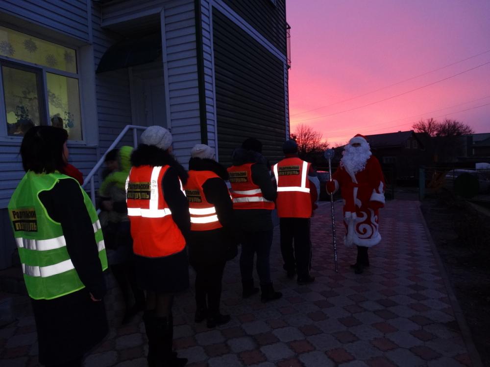 «Родительский патруль» вместе с Дедом Морозом вышли на дороги Волгодонска
