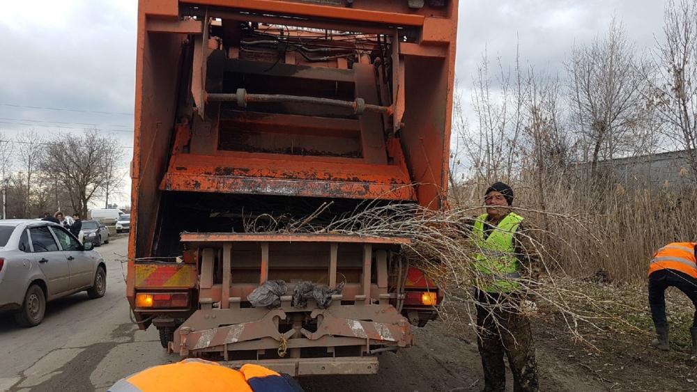Очистка ливневок, уборка грязи и прошлогодней листвы: Волгодонск приводят в порядок
