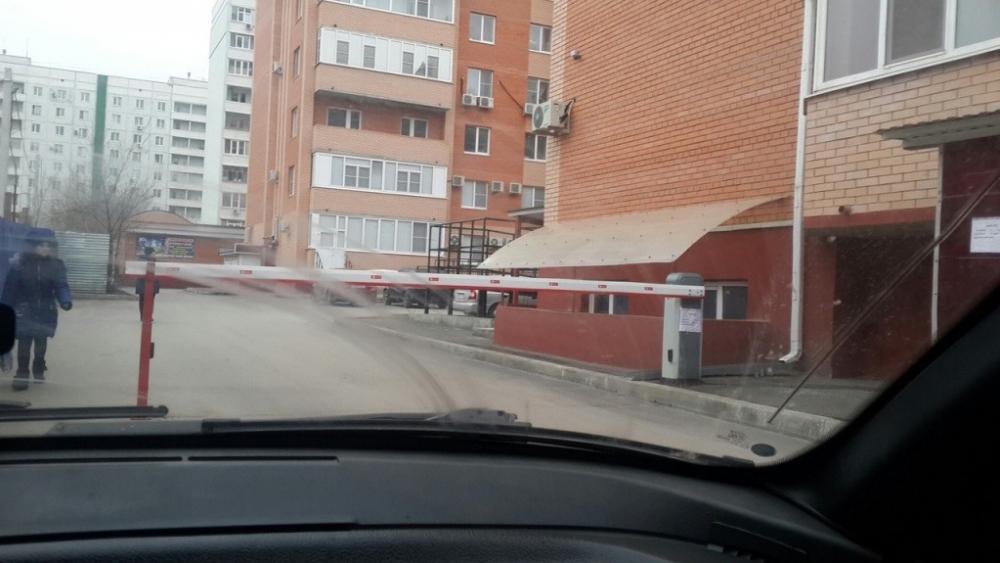 За лето Волгодонск избавят от самовольно установленных шлагбаумов