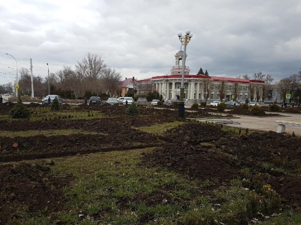 Сквер у администрации будет оснащен автоматизированной системой полива