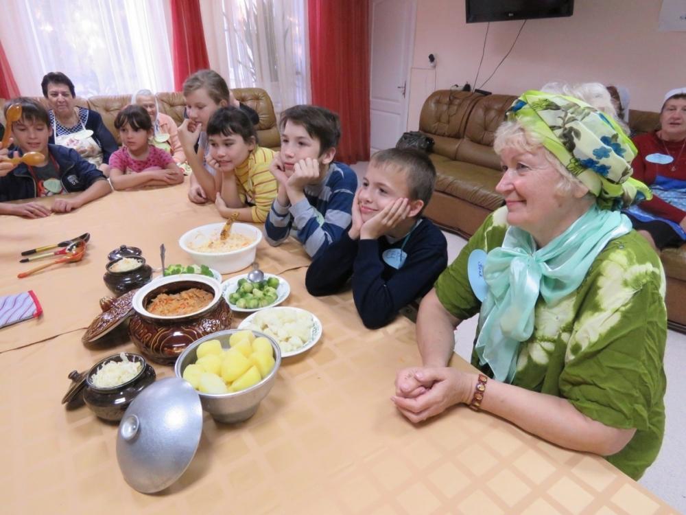 В центре реабилитации пожилых и инвалидов прошли «Капустные посиделки»