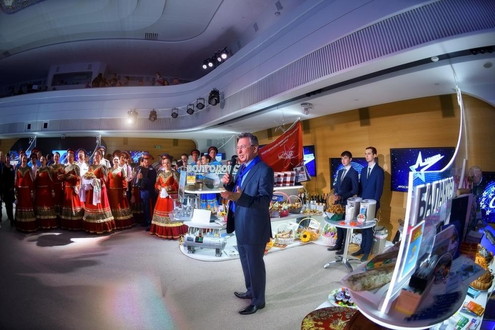 Виктор Мельников с казачьим ансамблем представил Волгодонск на презентации атомных городов