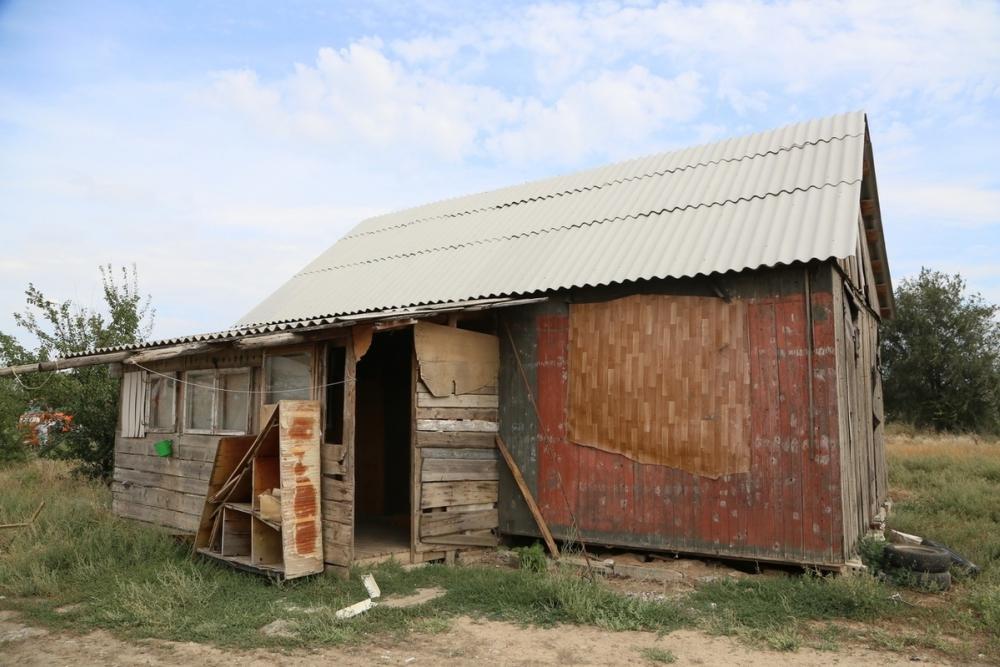 Незаконно сооруженную на городских землях постройку в Красном Яру беспощадно снесли