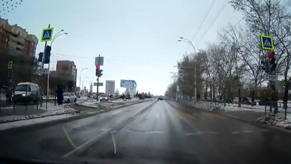 Момент наезда маршрутки на школьницу в Волгодонске попал на видео