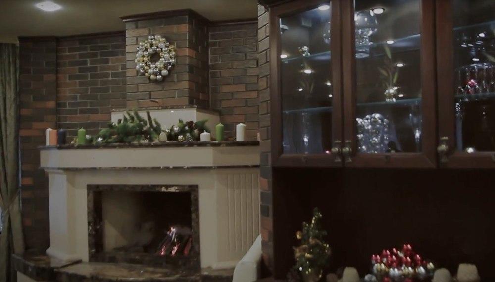 В Волгодонске новогоднее настроение можно найти в уютном зале с камином
