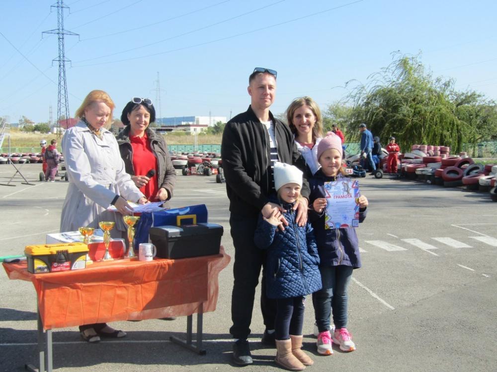 13 волгодонских семей продемонстрировали знание ПДД и умение управлять автомобилями