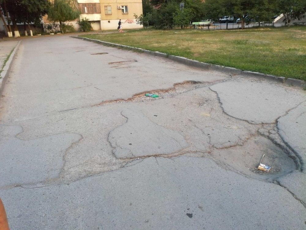Я возмущена состоянием дорог в новой части Волгодонска, - читатель