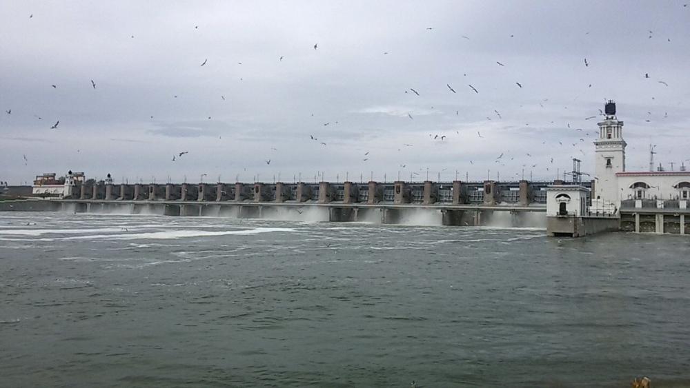 Рекордное количество воды сбрасывает Цимлянское водохранилище в Дон: ГЭС приоткрыла 14 шандор