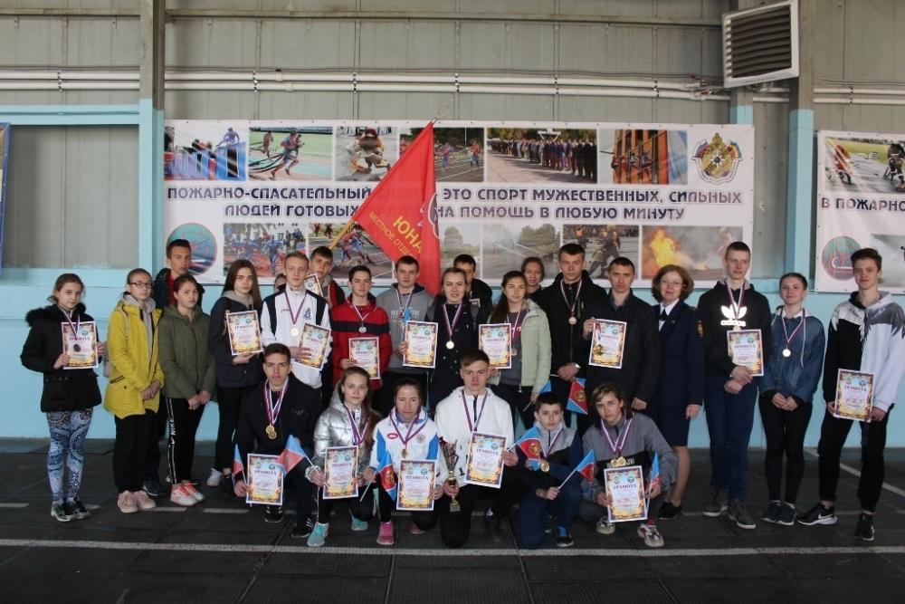 Команда лицея № 24 в третий раз подряд получила победный кубок в соревнованиях по пожарно-спасательному спорту