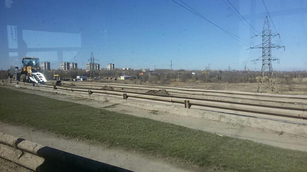Из-за уборки моста от грязи образовался затор в сторону «старого города»