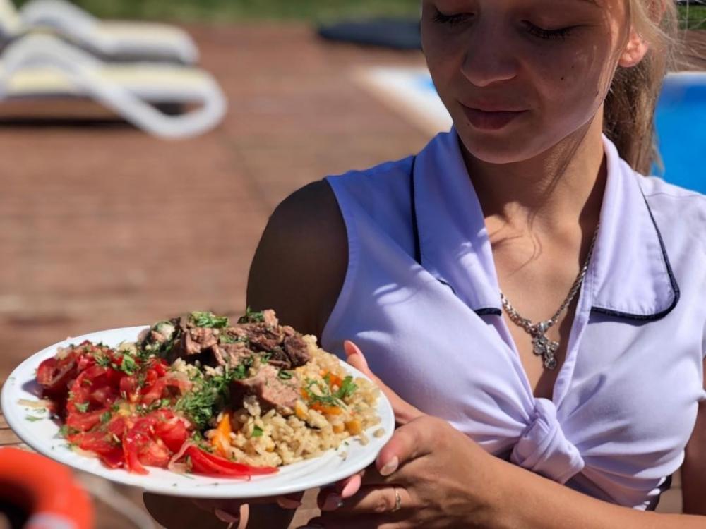 Бармены-официанты и повара-универсалы требуются в загородный клуб «Поплавок»