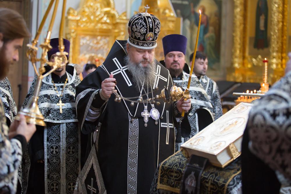 Сегодня у православных Великая или Страстная Пятница - самый скорбный день церковного календаря