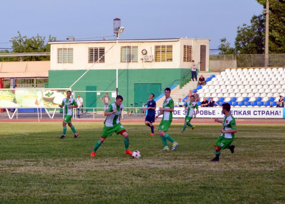 ФК «Волгодонск» с разгромным счетом проиграл «Кобарту» и скатился на третье место