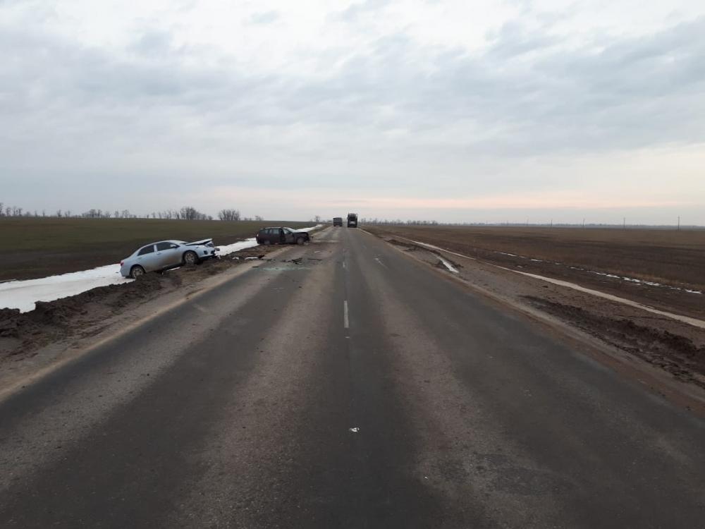 Ребенок и двое взрослых пострадали в аварии на трассе Волгодонск-Зимовники
