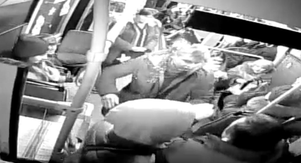 Пьяные хулиганы зверски избили пассажира и водителя автобуса №51 за замечание о курении