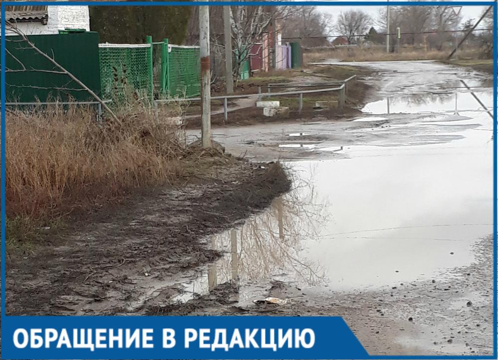 Дети доходят до детского сада грязными и мокрыми, - житель станицы Романовская