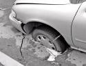 «Влетели»: Автовладелец требует 450 тыс рублей от администрации Волгодонска за ущерб из-за дорожной ямы