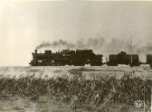 7. Один из последних грузовых поездов под паровой тягой, ок 1978-1979 годов. Фотография сделана в районе начала плотины около современного яхтклуба
