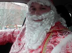 Дед Мороз – таксист поднимает настроение волгодонцам в Новый год