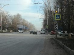 Опасный дорожный участок в старой части Волгодонска оборудовали специальным мигающим светофором