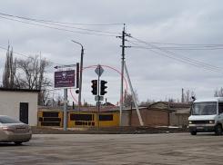 Более двух дней автомобилисты Волгодонска путаются из-за неработающего светофора на пересечении Степной и Маяковского