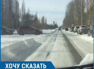 «Товарищи, ну это полный «звездец»: Молодая автомобилистка охарактеризовала состояние дорог в Волгодонске