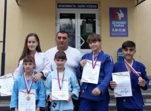 Волгодонские дзюдоисты вернулись с областного турнира с медалями