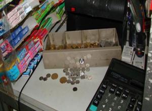 Двое вооруженных мужчин в масках ограбили продуктовый магазин в Волгодонске