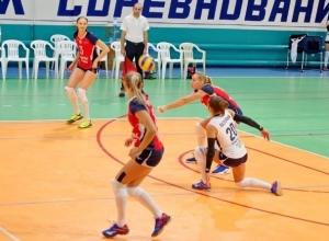 Спортивные выходные: в Волгодонске прошли игры сразу трех чемпионатов по волейболу