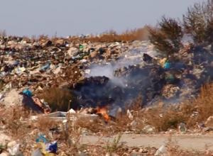 В Волгодонске продолжает гореть полигон твердых бытовых отходов - видеорепортаж